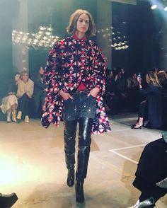 머리부터 발끝까지 딱 따라입고 싶은 스타일로 가득했던 #이자벨마랑 쇼 #데님팬츠 와 #사이하이부츠 의 조합이 환상적이네요 #isabelmarant @isabelmarant editor/JBM  via MARIE CLAIRE KOREA MAGAZINE OFFICIAL INSTAGRAM - Celebrity  Fashion  Haute Couture  Advertising  Culture  Beauty  Editorial Photography  Magazine Covers  Supermodels  Runway Models