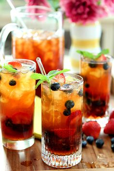 Very Berry Iced Tea with Mint Syrup. Very Berry Iced Tea with Honey Mint Syrup Refreshing Drinks, Summer Drinks, Fun Drinks, Healthy Drinks, Alcoholic Drinks, Beverages, Cocktails, Iced Tea Recipes, Smoothie Drinks