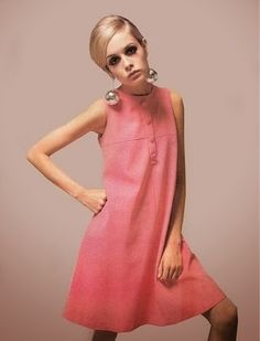 Twiggy - the reason I never thought I was skinny enough. The Twiggy trend ruined many lives and tortured young women's self esteem. Fashion Guys, 60s And 70s Fashion, Retro Fashion, Fashion Models, Vintage Fashion, Fashion Trends, 1960s Fashion Dress, Women's Fashion, 1960s Fashion Women