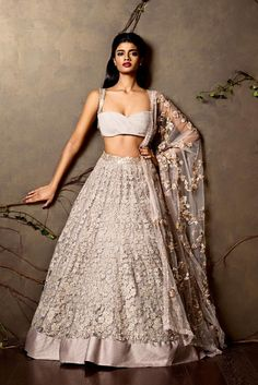 India Emporium is a one stop ethnic wear online store for all your online saree shopping, designer wear, salwar kameez, bridal wear, lehenga cholis & artificial jewellery needs. Choli Designs, Lehenga Designs, Foto Fashion, Asian Fashion, Indian Attire, Indian Wear, Glam Look, Indian Lehenga, Indian Wedding Outfits