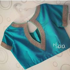 blouse designs latest Drool Worthy Latest Blouse Designs - The List Will Amaze You Great color! New Saree Blouse Designs, Blouse Designs High Neck, Best Blouse Designs, Simple Blouse Designs, Stylish Blouse Design, Bridal Blouse Designs, Saree Blouse Models, Brocade Blouse Designs, Winter Trends