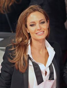 Angelina Jolie's makeup look. On the Red Carpet at the 2014 BAFTA Awards gosh this women is just unbelievably stunning. Looks to good for word her make up is very natural and beautiful!!!!