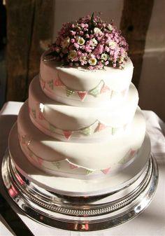 bunting wedding cake - wonder if I could make this bunting?!
