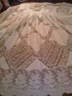 Este es mi último trabajo que he realizado . Son puntillas valencie , todas unidas unas con otras y las lorzas hechas a ... Christening Gowns, Heirloom Sewing, Grandchildren, Put On, Hand Sewing, The Dreamers, Graduation Dresses, Clothes, Design