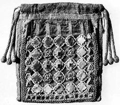 A Byzantine purse from the second half of the  11th century, with pearls and bezants.