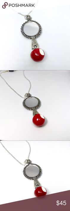 DISNEY SNOW WHITE STORY FRAME PENDANT NECKLACE