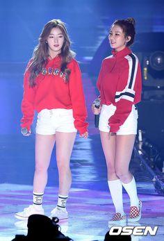 Casual outfits suit them v much Kpop Girl Groups, Korean Girl Groups, Kpop Girls, Red Velvet Seulgi, Red Velvet Irene, Stage Outfits, Casual Outfits, Red Valvet, Velvet Fashion