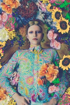 i like how vibrant these pastel color combos look. almost psychedelic. 1 _ photo by oriana layendecker , see more h. Floral Fashion, Fashion Art, Editorial Fashion, Editorial Design, Flower Power, Editorial Photography, Fashion Photography, Foto Fantasy, Psychedelic Colors