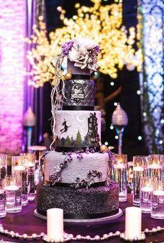 """Spectacularly Nerdy Wedding Cakes BEST Harry Potter cake I've seen. And other amazing """"geektastic"""" cakes!BEST Harry Potter cake I've seen. And other amazing """"geektastic"""" cakes! Harry Potter Torte, Harry Potter Wedding Cakes, Bolo Halloween, Halloween Cakes, Amazing Wedding Cakes, Amazing Cakes, Geek Wedding, Witch Wedding, Gateaux Cake"""