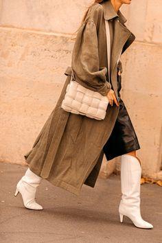 Why did everyone go crazy on Bottega Veneta? Fashion Mode, Big Fashion, Minimal Fashion, Fashion 2020, Fashion Week, Korean Fashion, Paris Fashion, Double Denim, Casual Street Style