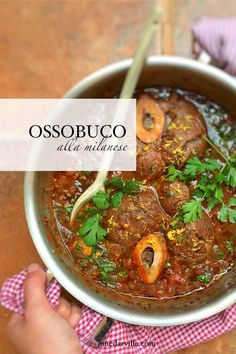 Ossobuco alla Milanese, classic braised veal shanks in tomato wine sauce with gremolata. Italian Beef Recipes, Veal Recipes, Dinner Recipes, Cooking Recipes, Milanese Recipe, Gremolata, Veal Shank, Mets, Gastronomia