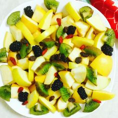 Starve your ego feed your soul.Raw Organic Fruit Salad!  Snapchat: @VegNBeautyShare  Friend me to watch how I made this & for more of what I eat cook say and share!  I add everyone back!  Let's inspire each other!  Organically Grown: Goji Berries Apples Pears Raisins Kiwis Blackberries and Compassion.  Click the link on my bio if you or anyone you know is on medication. Educate yourself.  Turn on your notifications if you want to see my posts. IG is censoring.  #OrganicGardener #VeganForLife…
