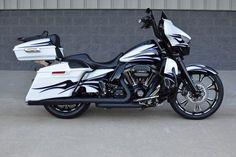 Old Classic Harley-Davidson Motorcycles Classic Harley Davidson, Used Harley Davidson, Harley Davidson Street Glide, Harley Davidson Touring, Harley Davidson Motorcycles, Hd Motorcycles, Custom Harleys, Custom Bikes, Ultra Classic
