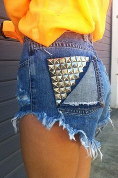 Shorts are must-have for summer days, and it is fun and inspiring to make some creative shorts for yourself. Take a look at this list of Cool DIY Shorts Ideas for inspiration. Diy Fashion, Love Fashion, Ideias Fashion, Womens Fashion, Fashion News, Diy Jeans Shorts, Jean Shorts, Cutoffs, Pocket Shorts