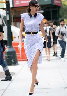 Aussi pratique que chic, la robe chemise se révèle un précieux allié de l'uniforme estival.