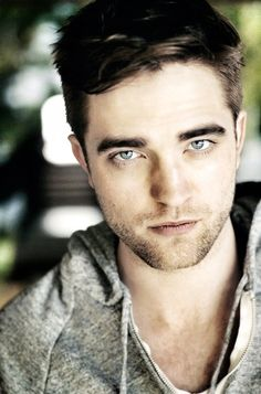 Robert Pattinson...dem eyes tho