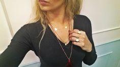 varios colares prata dourada pedras naturais