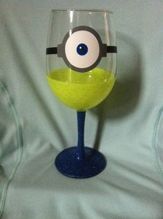 Minion glittered wine glass inspired by Despicable Me by GirlMeetsGinger on Etsy Disney Wine Glasses, Dollar Tree Decor, Glitter Wine, Crafty Craft, Wine Drinks, Yummy Drinks, Minions, Diy Gifts, Decoration