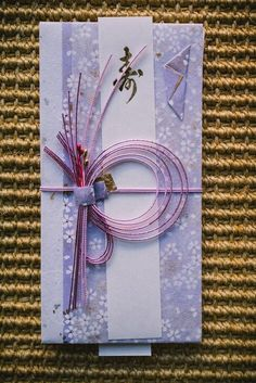 My mother, being the serious crafter she is, asked me if I could send her some Japanese decorations she could use to make cards with. I knew what she wanted was mizuhiki, an art form in Japan invol… Japanese Gift Wrapping, Japanese Gifts, Creative Gift Wrapping, Paper Cards, Diy Cards, Kites Craft, Japanese Paper Lanterns, Origami Cards, Japan Crafts