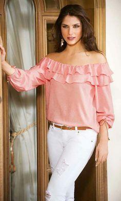 Resultado de imagen para blusa de boleros Pink Outfits, Casual Outfits, Fashion Outfits, Womens Fashion, Blouse Styles, Blouse Designs, Red Blouses, Blouses For Women, Blouse Online