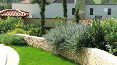 Retaining wall with flowers/Támfal növényekkel