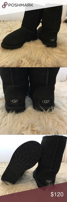 Classic Short Uggs Boots Women's classic short Ugg Boots, gently worn UGG Shoes Winter & Rain Boots
