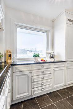 Kitchen Island, Kitchen Cabinets, Real Estate, Flat, Home Decor, Rome, Island Kitchen, Bass, Decoration Home