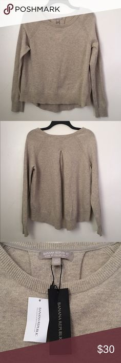 Banana Republic Italian Yarn Metallic Gold Sweater ❤️ A gorgeous metallic gold beige colored thin knit sweater by Banana Republic is a perfect must-have piece! It is super soft and perfectly on-trend! Wear it with a bubble skirt, your favorite skinny jeans and boots or over a button blouse! Brand new with retail tags. Great holiday gift! No trades. ❤️ Banana Republic Sweaters Crew & Scoop Necks