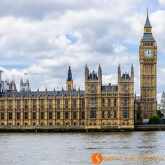 Reposting @surfingplanet: Londres es un lugar que nos fascina, aunque hemos estado muchas veces no nos cansamos nunca de visitarla. #wowtripSTP #Londres #viajes #bigben #houseofparliament #HOLAbooking