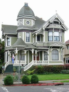 I so want a victorian house, they're so gorgeous!!!!!! There was a beautiful one that was just sold near us... bad timing, if only it stayed on the market a few more months it could have been mine... I want to cry every time we pass it because I googled it when it was up for sale and the outside, inside, fenced yard, location, price, etc all would have PERFECT for me! It even had my black and white tile dream bathroom floor! :'-(