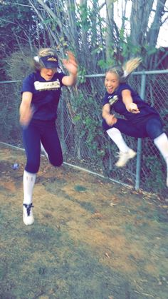 Me and my best friend being silly before our softball game. Obviously, we failed at trying to take a cute picture. - Hairstyles For All Softball Photos, Softball Memes, Senior Softball, Girls Softball, Softball Players, Fastpitch Softball, Softball Things, Cheer Pics, Volleyball Pictures