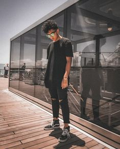 • Kaique N. Costa • #allblack #mensgashion #fashion #menswear #destroyedpants #vans