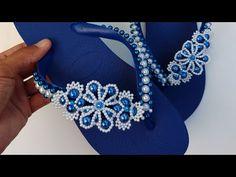 TRAMA DE PÉROLAS FLOR - Adalto Lopes - YouTube Decorating Flip Flops, Japanese Patchwork, Crochet Sandals, Flower Bracelet, Pearl Flower, Summer Diy, Fun Crafts, Slippers, Pearls