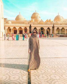 """Paulina on Instagram: """"Mosque El Mina Masjid- Meczet w Hurghadzie🙈🇪🇬 zdecydowanie polecam zobaczyć! 😘Mnie urzekł😍🙈A Was?🤔☺️ A co myślicie o takiej stylizacji?🙈Ja…"""" Gym Food, Life Tips, Egypt, Taj Mahal, Louvre, Instagram, Places, Mosque, Life Lesson Quotes"""