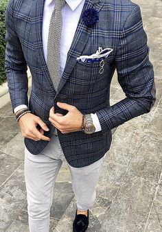 Dontcha think it's about time to throw away your boring sport coats and trade th… – [pin_pinter_full_name] Dontcha think it's about time to throw away your boring sport coat… Blazer Outfits Men, Mens Fashion Blazer, Suit Fashion, Look Fashion, Men Blazer, Der Gentleman, Gentleman Style, Races Outfit, Men With Street Style