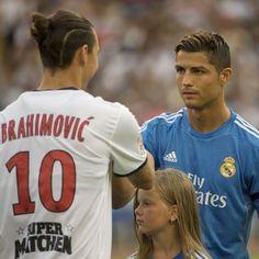 """¿Qué me miras?. Cristiano Ronaldo, por Real Madrid, y Zlatan Ibrahimovic, por PSG, serán los protagonistas del duelo más electrizante de la tercera fecha de la Champions. Los """"cracks"""" se medirán el miércoles en Parque de los Principes de Paris. Octubre 19, 2015."""