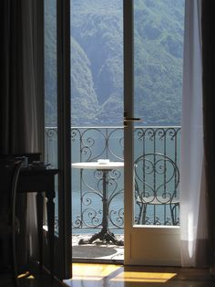 http://stellaresque42.tumblr.com/post/118525233939/gyclli-lake-como-italy-img-0795-by-empress