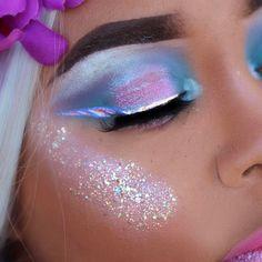21 galaxy makeup looks - creative makeup ideas for extraordi Makeup Inspo, Makeup Art, Makeup Inspiration, Maquillaje Kylie Jenner, Scene Makeup, Fancy Makeup, Festival Makeup Glitter, Galaxy Makeup, Unicorn Makeup