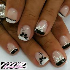 French Nails, French Manicure Nails, Pedicure Nails, New Nail Art, Cute Nail Art, Beautiful Nail Art, Daisy Nails, Flower Nails, Square Nail Designs