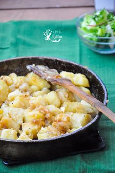 Cartofi cu ceapa, reteta simpla - Casuta Laurei Romanian Food, Weeknight Meals, Stay Fit, Macaroni And Cheese, Dinner Recipes, Lose Weight, Potatoes, Healthy Recipes, Baking