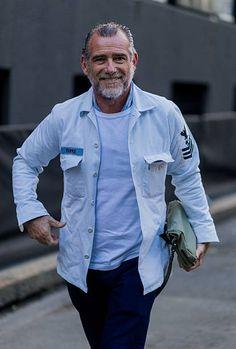 Alessandro Squarzi Immagini e foto - Getty Images Military Fashion, Mens Fashion, Military Style, Casual Wear, Men Casual, Grey Beards, Italian Men, T Dress, Fashion Company