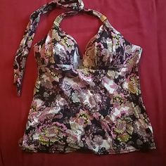 Victoria's Secret tankini top! Worn a couple times, great condition. No flaws besides a few minor scratches on the metal pieces on the straps that are completely unnoticeable unless looking for them! Size medium (I would say fits a C cup to a smaller D). I normally wear a 36C or a 34D and this fits me. Make an offer! Victoria's Secret Swim