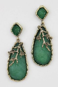 gorgeous emerald green earrings