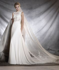 OSELETA - Wedding dress in gauze, that fans out from the hips. | Pronovias