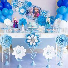 """220 curtidas, 4 comentários - Festa infantil (@blogmontandominhafesta) no Instagram: """"Essa decor ficou super fofa Via @caraminholaf - Frozen para Julinha❄❄❄ #frozenparty…"""""""