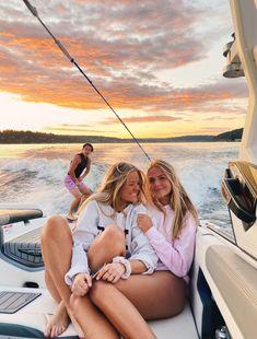Photos Bff, Best Friend Photos, Best Friend Goals, Cute Friends, Best Friends, Boat Pics, Lake Pictures, Lake Pics, Family Pictures