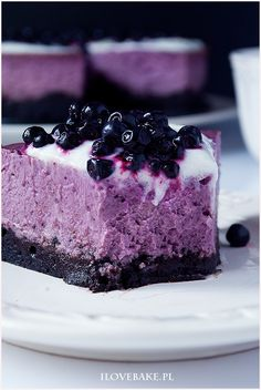 """delicious-food-porn: """"Blueberry Cheesecake with Oreo Crust (Polish Recipe) """" Oreo Crust Cheesecake, Cheesecake Desserts, Blueberry Cheesecake, Köstliche Desserts, Delicious Desserts, Yummy Food, Sauerkraut, Food Cakes, Cupcake Cakes"""