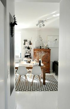 table ancienne et chaises modernes | Alfred | Pinterest | Wood table ...