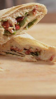 Esse wrap de atum é uma opção rápida e muito gostosa para um almoço, lanche ou jantar.
