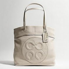 Love my Julia purse tote. Want this one, too. :)